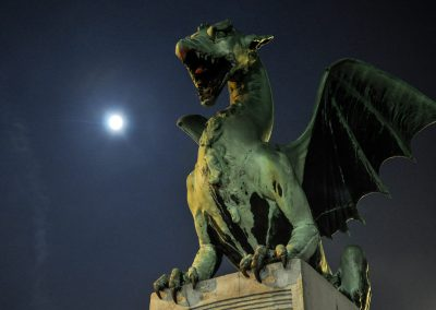 A dragon and the Moon