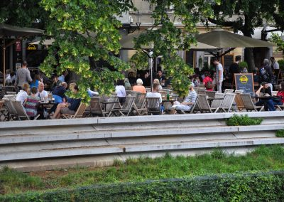 Cafes by the river